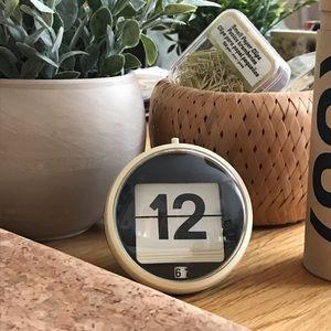 Vintage Style Small Round Desktop Retro Flip Clock